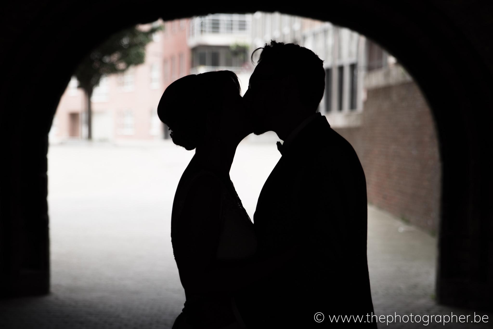 Een prachtige huwelijksfoto aan het Vleeshuis, Antwerpen