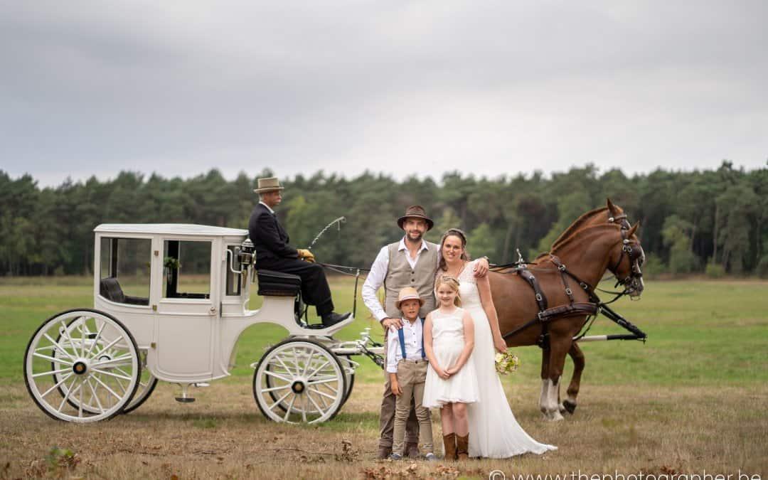 Een perfect boho huwelijk met koets en paarden