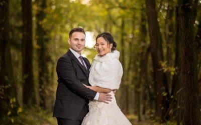 Prachtige huwelijksfoto van een huwelijk in de herfst