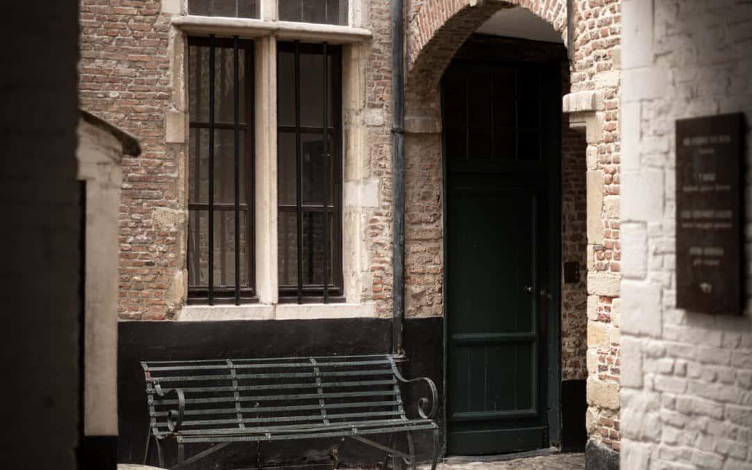 Een prachtig zicht op de Vlaeykensgang, Antwerpen