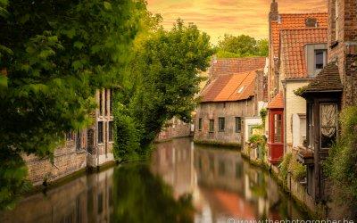 Een prachtig zicht over het water in Brugge