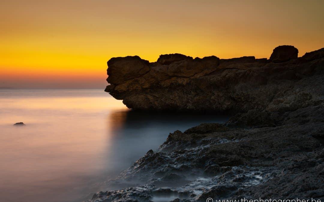 Een prachtige zonsopgang aan de zee in Sharm-el-Sheikh, Egypte