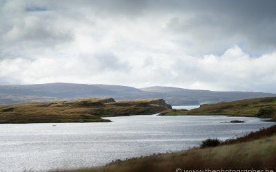 Een prachtig zicht over Loch Suardal op Skye, Schotland